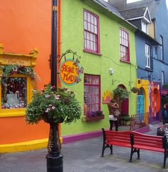 One of the things we like the most from Ireland is the wonderful colours in every corner! Isn't it magical?  via brit.co