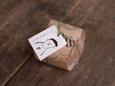 Cute Bag Gift Wrapping Idea wrapped in kraft paper. Craft Packaging, Cookie Packaging, Tea Packaging, Label Design, Branding Design, Package Design, Cookies Branding, Japanese Wrapping, Japanese Packaging