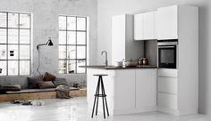 Una cocina de pocos metros cuadrados no tiene por qué dejar de ser funcional. La interiorista Vanessa Parodi señala que en un espacio de 5 m2 es posible instalar una cocina a gas o eléctrica, refrigeradora, lavadero y los reposteros.. Foto 1 de 8