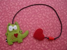 Marque-page - Bookmark Fabric Crafts, Sewing Crafts, Sewing Projects, Felt Bookmark, Monster Bookmark, Diy Bookmarks, Book Markers, Felt Cat, Felt Patterns