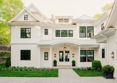 Exterior Paint Colors for House Exterior House Painting Ideas – Give Your Home the Complete Look Exterior Paint Colors for House. House painting does not mean only creating fabulous interiors… Design Exterior, House Paint Exterior, Exterior Windows, Black Trim Exterior House, White House Interior, White Exterior Paint, Exterior Trim, House Siding, Style At Home