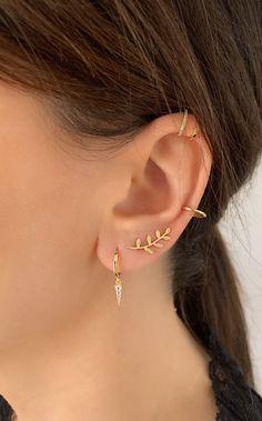 Stylish Jewelry, Simple Jewelry, Cute Jewelry, Pretty Ear Piercings, Ear Peircings, Three Ear Piercings, Ear Jewelry, Jewelry Accessories, Jewellery Earrings