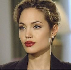 Angelina Jolie says looks dont matter if youre not intelligent in blunt new interview Makeup Inspo, Makeup Inspiration, Beauty Makeup, Hair Makeup, Hair Beauty, Angelina Jolie Fotos, Angelina Jolie Makeup, Angelina Jolie Hairstyles, Angelina Jolie Photoshoot