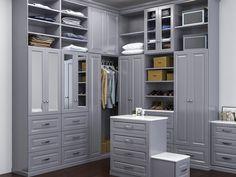 Место для сидения и дополнительного хранения в гардеробной #гардеробная #гардеробнаякомната #гардеробнаякомнатаназаказ #шкаф