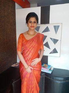 Kerala Saree Blouse Designs, Saree Blouse Neck Designs, Half Saree Designs, Silk Saree Kanchipuram, Silk Sarees, Christian Bridal Saree, Cutwork Saree, Saree Wearing, Bridal Silk Saree