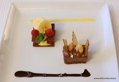 Il biscotto al cacao, banana e lamponi  Snack: crumble con cremoso al cioccolato, arachidi e caramello salato