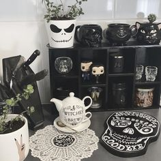 Dark Home Decor, Goth Home Decor, Casa Halloween, Halloween Home Decor, Gothic Room, Gothic House, Goth Bedroom, Bedroom Decor, Spooky Decor