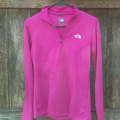 THE NORTH FACE VAPORWICK PULLOVER North Face VAPORWICK Pullover 1/4 zip. Quick drying . In good condition. 100% polyester. North Face Tops