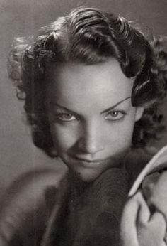 Carmen Miranda- love the intense look Carmen Miranda, Famous Photos, Old Photos, Vintage Photos, Silent Film Stars, Movie Stars, Vintage Hollywood, Old Hollywood Glamour, Classic Hollywood