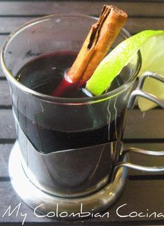 I used to drink this Vino Caliente with my friends during cold days in Bogotá , and sometimes we used to light the chiminea and put some music on. Colombian Drinks, Colombian Food, Mulled Wine, American Food, Wine And Spirits, Wine Tasting, Cocktails, Cooking Recipes, Yummy Food