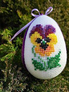 До Великодня Modern Cross Stitch Patterns, Cross Stitch Charts, Cross Stitch Designs, Easter Crochet Patterns, Quilted Ornaments, Easter Cross, Cross Stitch Finishing, Egg Art, Cross Stitching