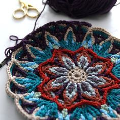 overlay crochet potholder...@Joyce Wilkins you have to buy the pattern on this link...but really pretty w/cotton remnants