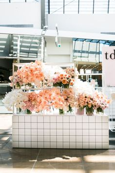 The Daily Edited Pop up store - Design by The Style Co. Retail Interior Design, Retail Store Design, Retail Stores, Store Window Displays, Retail Displays, Shop Displays, Merchandising Displays, Flower Cafe, Flower Shops