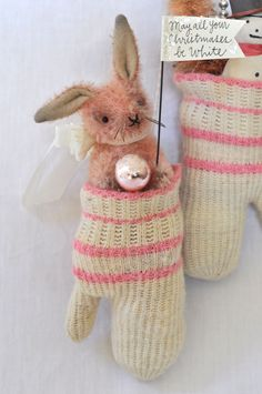 Sooo darling! could use mini teddies in baby mittens and socks