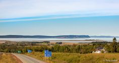 This is a view that says #WelcomeHome to many at #AcadiaU. Thanks to @TroyJodrie for sharing. #Blomidon #AnnapolisValley