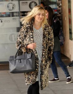 British TV and radio personality, Fearne Cotton celebrates National Handbag Day with her Elizabeth and James Jack Satchel.