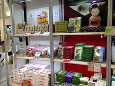 Halal souvenirs that can be purchased at the airport – Narita Airport edition ~ The products for sale include Tokyo Arare (red pepper and seaweed) and Muso castella cake (matcha, honey, and brown sugar).