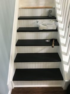 Home Remodeling Stairs Use slip free vinyl stair treads on top and old slats from blinds on sides - Update your staircase using your old blinds to create an amazing new look for your home! New Staircase, Curved Staircase, Staircase Design, Staircase Ideas, Stair Design, Floating Staircase, Home Remodeling Diy, Home Renovation, Ladder Ideas