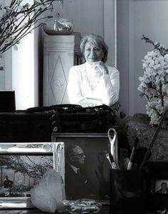 Elsa Peretti at home