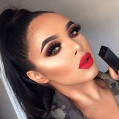 When @morphebrushes X @nikita_dragun kills the red lipstick game! 💄 Wearing shade 'lover' 💋 @anastasiabeverlyhills brow wizz 'ebony' @plouise_makeup_academy base rumour 02 @bperfectcosmetics X @staceymariemua palette - basic & rowdy @theboldfacemakeup larger than life lashes @nyxcosmetics total control foundation '11' @hudabeauty @shophudabeauty easy bake powder 'banana bread' @lauramercier 'translucent' setting powder @anastasiabeverlyhills bronzer 'saddle' @makeupaddictioncosmetics light…