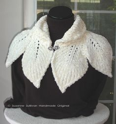 Leaf capelet knitting pattern shawl cape wrap - more capelets at… Knit Cowl, Knitted Shawls, Crochet Scarves, Crochet Shawl, Crochet Clothes, Crochet Cape, Irish Crochet, Knitting Patterns Free, Free Knitting