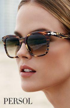 Las #gafasdesol Persol Eyewear son todo un icono de estilo. Si tú también quieres ir a la última descúbrelas en nuestra #óptica barcelonaloptica....