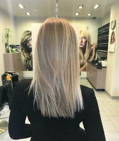 Love this blonde hair color Medium Hair Styles, Long Hair Styles, Medium Length Hair Blonde, Coiffure Hair, Blonde Hair Looks, Hair Highlights, Hairstyles Haircuts, Hair Day, Balayage Hair