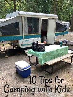 10 Tips for Camping with Kids - Mom. - Are you camping with kids this spring or summer? Read this post to find tips for camping with kids! Camping Mit Baby, Camping Hacks With Kids, Solo Camping, Camping World, Camping Meals, Family Camping, Tent Camping, Campsite, Outdoor Camping