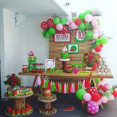 Decoração Magali ou Melancia: mais de 50 ideias – Inspire sua Festa ® Watermelon Birthday Parties, Baby Shower Watermelon, Fruit Birthday, First Birthday Party Themes, First Birthday Decorations, Birthday Party Tables, Baby Girl First Birthday, Fruit Party, Luau Party
