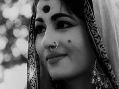 The venus of the Indian cinema Vintage Bollywood, Bollywood Funny, Bollywood Fashion, Beautiful Rose Flowers, Beautiful Gif, Beautiful Girl Indian, Most Beautiful Indian Actress, Beautiful Ladies, Beautiful Bollywood Actress