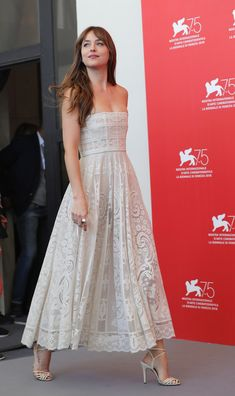 Every Jaw-Dropping Celebrity Look from the 2018 Venice Film Festival Red Carpet - Dakota Johnson Informations About Every Jaw-Dropping Celebrity Look from the 2018 Venice Film Festiv - Estilo Dakota Johnson, Dakota Johnson Stil, Dakota Style, Strapless Dress Formal, Prom Dresses, Angela Simmons, Sonakshi Sinha, Celebrity Look, Red Carpet Dresses