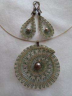 Risultati immagini per bobbin lace jewellery Lace Earrings, Lace Necklace, Lace Jewelry, Crochet Earrings, Bobbin Lacemaking, Types Of Lace, Bobbin Lace Patterns, Fabric Ornaments, Wire Crochet