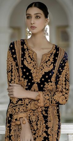 Source by mahreensaria fashion indian wear Pakistani Fashion Party Wear, Pakistani Wedding Outfits, Pakistani Couture, Indian Fashion, Desi Wedding Dresses, Pakistani Formal Dresses, Pakistani Dress Design, Indian Designer Outfits, Indian Outfits