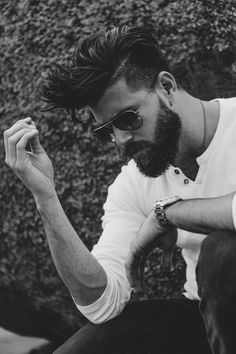 Full Beard with Undercut - Sexy Hipster Beard Styles: Hottest Hipster Facial Hair Styles Beard Styles For Men, Hair And Beard Styles, Long Hair Styles, Sexy Beard, Beard Tattoo, Beard No Mustache, Haircuts For Men, Hipster Haircuts, Men's Haircuts