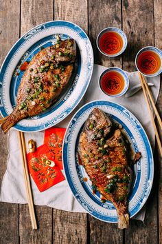 Pan fried whole fish is a dish commonly prepared by Chinese families. Pan fried fish is both simple to make and is a crispy, savory and delicious fish dish! Chinese Whole Fish Recipe, Whole Fish Recipes, Fried Fish Recipes, Chinese Food, Seafood Recipes, Whole Fish Fry Recipe, Fried Whole Fish, Pan Fried Fish, Gastronomia