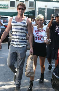 Miley Cyrus and Liam Hensworth break off engagement.
