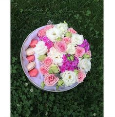 Flower box with macaroons - sprey roses, eustoma, flox