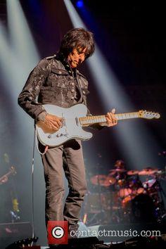 Jeff Beck performing live at the Royal Albert Hall Jeff Beck, Royal Albert Hall, Guitar Players, Style, Fashion, Swag, Moda, Stylus, Fashion Styles