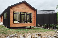 Gabled cabin with metal cladding