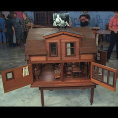 Old handmade dollhouse on Antiques Roadshow