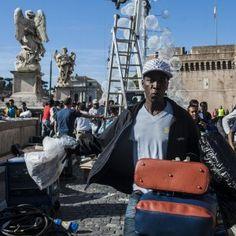 """Ambulante morto a Roma la comunità senegalese: """"Ora in piazza per chiedere giustizia"""" #lavoratori #salari #tasse #roma #stipendo #INPS"""
