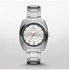 ZO9900 ZODIAC's most recent update of the celebrated Sea Dragon collection combines timeless inspiration and modern design elements. Classic stainless steel pairs smoothly with a sleek silver dial for a stylishly definitive statement.