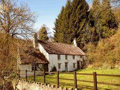 Tintern Cottage by John Pember Cottage Shabby Chic, Cottage Farmhouse, Cozy Cottage, Cottage Homes, Cottage Style, English Farmhouse, Cottages In Wales, Cabins And Cottages, English Country Cottages