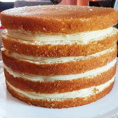 Para fazer uma festa em casa e com um bolo econômico, aprenda como fazer pão de ló para bolo de aniversário com uma receita profissional, simples e fácil