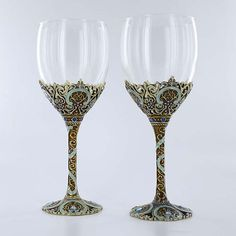 Celebrate your memorable moments with a lovely 2-piece wine glass setBarware will be a timeless addition to every mealWine glasses capture elegance so gracefully