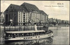 Dampfer Fuerst Bismarck vor dem Osthafen Speicher