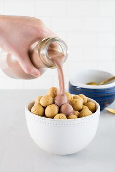 Make breakfast fun with peanut butter cookie cereal & chocolate milk. Homemade Peanut Butter Cookies, Peanut Butter Snacks, Butter Cookies Recipe, Healthy Sweets, Healthy Dessert Recipes, Delicious Vegan Recipes, Delicious Desserts, Tasty, Breakfast Dishes