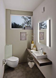 Kleines Gaste Wc Modern Stil Fur Gastetoilette Mit Fenster Von Holle