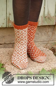 Socks & Slippers - Free knitting patterns and crochet patterns by DROPS Design Knitting Patterns Free, Free Knitting, Free Pattern, Crochet Patterns, Drops Design, Magazine Drops, Scandinavian Pattern, Knitting Socks, Pulls