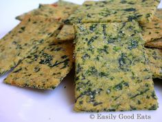 Spinach Polenta Chili Crackers Recipe -- spinach is a great add in idea for the polenta olive oil crackers : -) YUM Recipes Appetizers And Snacks, Savory Snacks, Vegan Snacks, Healthy Recipes, Low Carb Crackers, Homemade Crackers, Dehydrated Food, Tasty Bites, Saveur